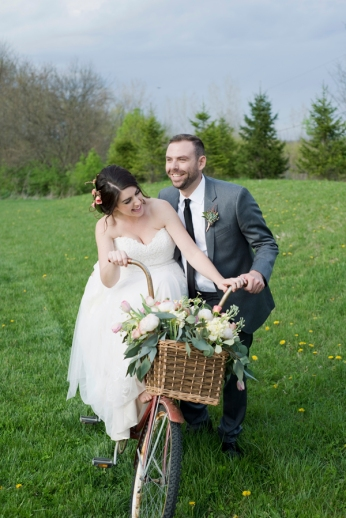 Honey Farm Wedding Reception Venue Dayton Ohio by Ashley Lynn Photography (38)