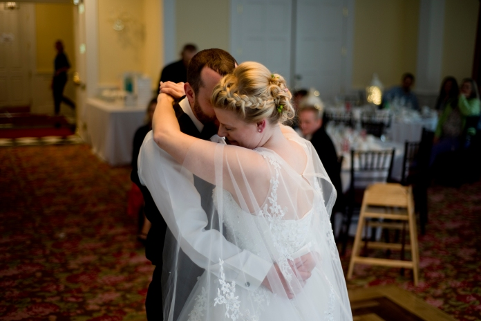 Mills_Park_Hotel_Yellow_Springs_first_dance_by_Ashley_Lynn_Photography (42)